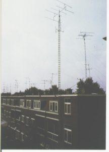 09. Twee vakwerkmasten voor zenden en ontvangst